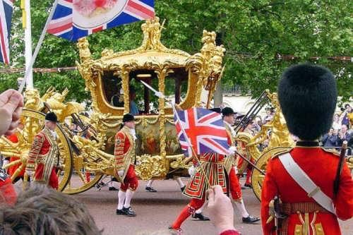 english customs traditions